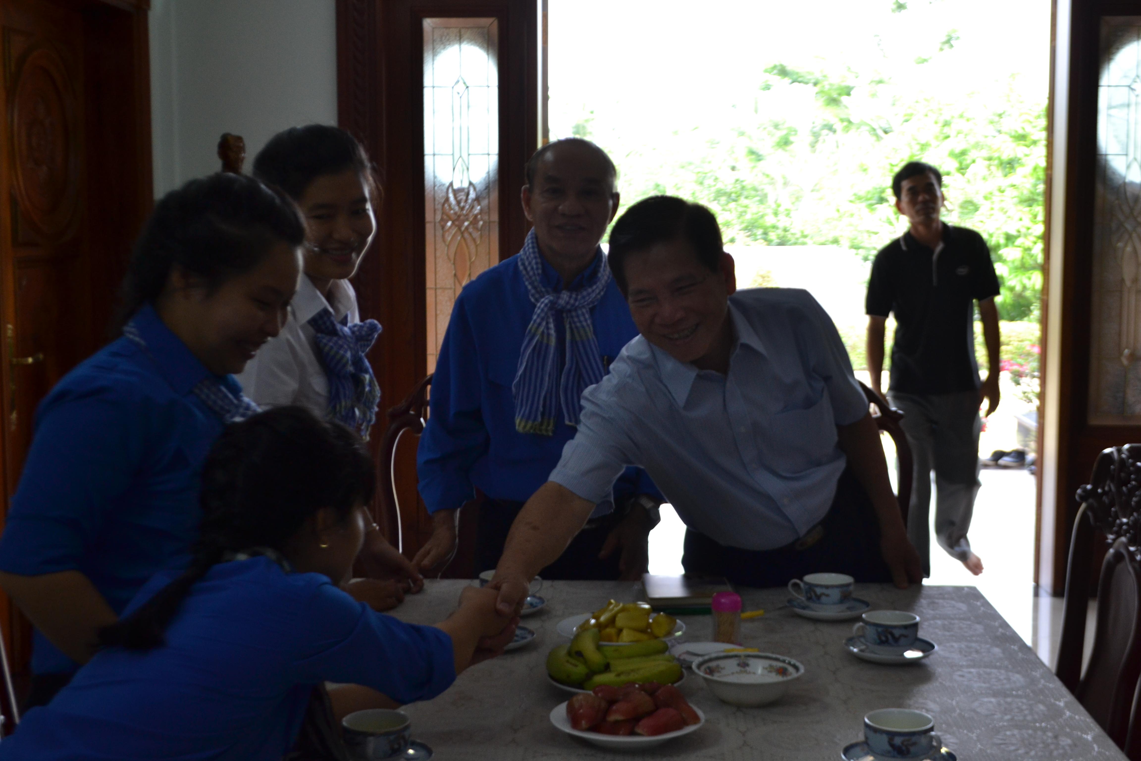 TS.Trần Hồi Sinh và các bạn Đoàn viên gặp gỡ Nguyên Chủ tich nước Nguyễn Minh Triết